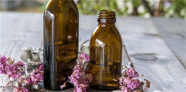 How to Make Essential Oil Room Sprays That Smell Amazing